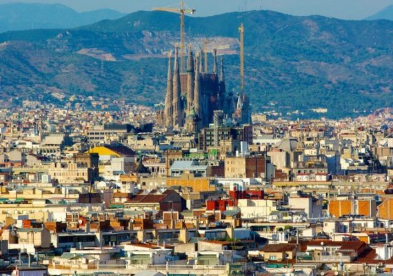 sagrada-familia-barcelona-spain Find Cheap Airline Tickets and Flight Deals